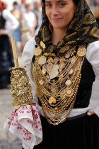 gold portuguese clothing