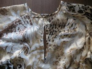 Burda 11-2013-130 blouse neckline