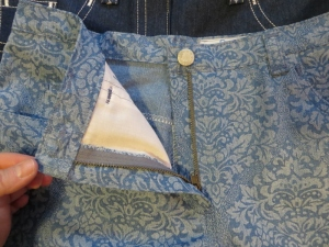 Burda 6-2011-110 patterned denim shorts